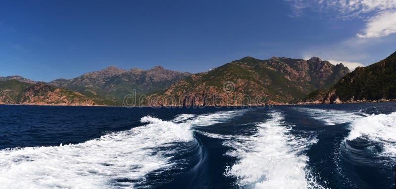 Πανοραμική άποψη θάλασσας στην ακτή κόλπων του Πόρτο στην Κορσική στοκ εικόνα με δικαίωμα ελεύθερης χρήσης