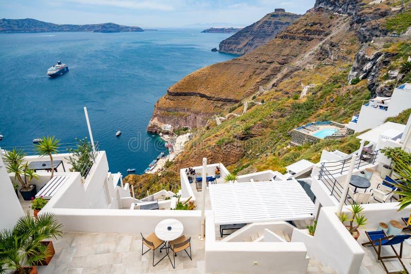 Πανοραμική άποψη και οδοί του νησιού Santorini στην Ελλάδα, πυροβολισμός σε Thira στοκ εικόνες