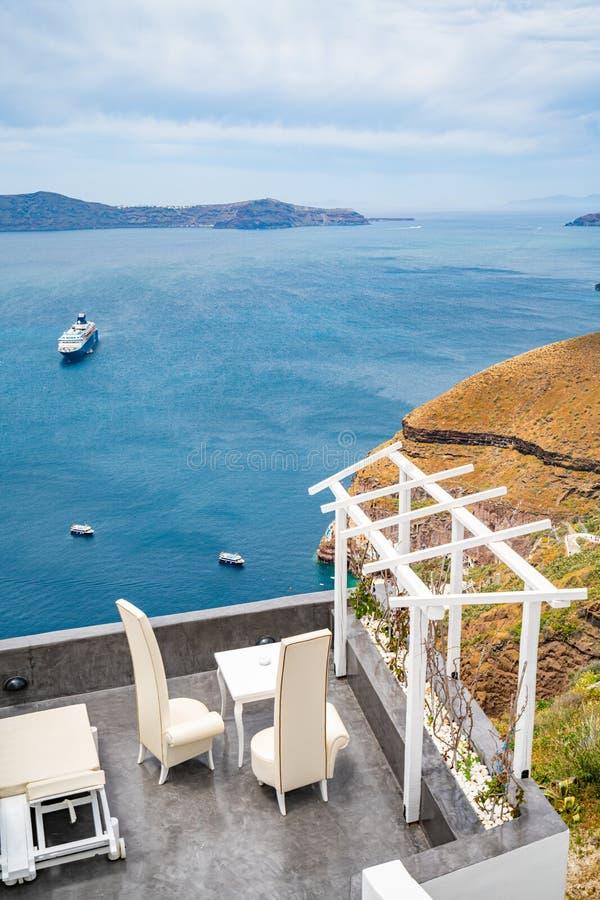 Πανοραμική άποψη και οδοί του νησιού Santorini στην Ελλάδα, πυροβολισμός σε Thira στοκ φωτογραφία