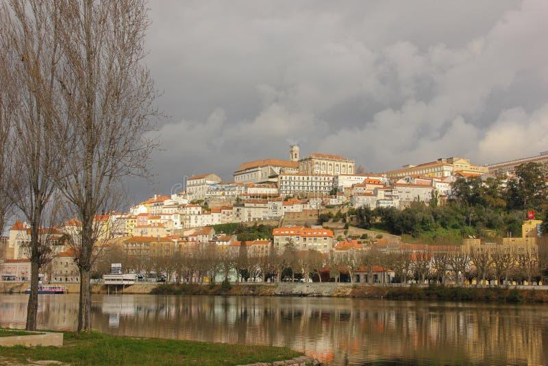 Πανοραμική άποψη και ποταμός Mondego Κοΐμπρα Πορτογαλία στοκ εικόνες