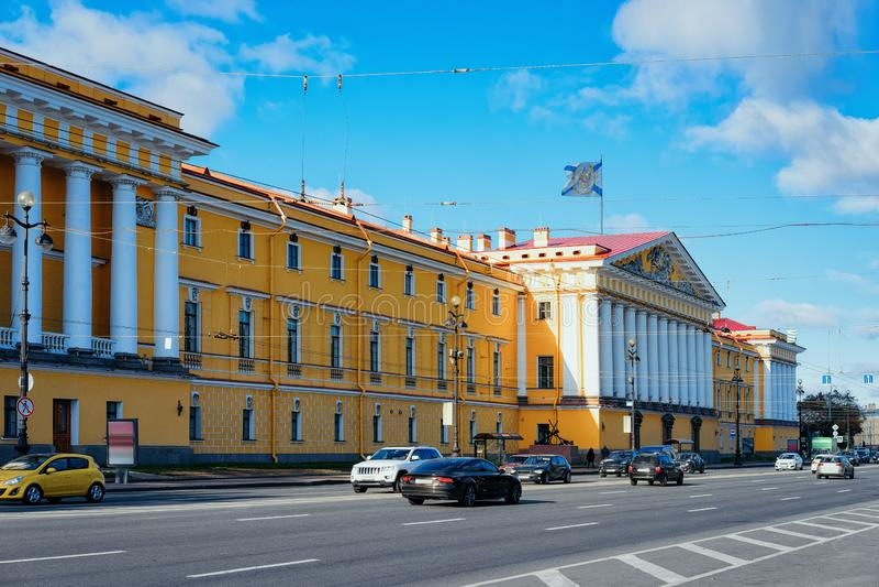 Πανοραμική άποψη με ναυαρχείο που χτίζει τη Αγία Πετρούπολη, στη Ρωσία στοκ εικόνες