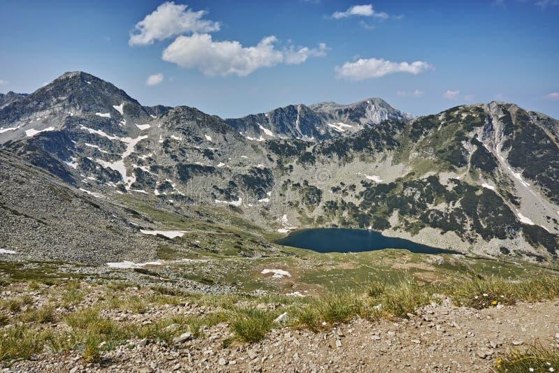 Πανοραμική άποψη προς τις λίμνες Vlahini και την αιχμή Muratov στοκ εικόνες