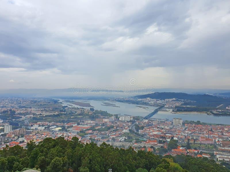 Πανοραμική άποψη πόλης και ποταμού στοκ εικόνα με δικαίωμα ελεύθερης χρήσης
