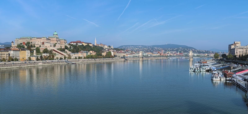 Πανοραμική άποψη σχετικά με Δούναβη από τη γέφυρα της Elisabeth στη Βουδαπέστη, Ουγγαρία στοκ εικόνες