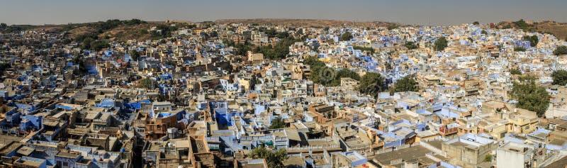 Πανοραμική άποψη σχετικά με την μπλε πόλη από το οχυρό Mehrangarh Mehran, Jodhpur, Rajasthan, Ινδία στοκ εικόνα