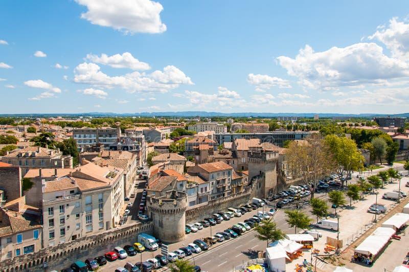 Πανοραμική άποψη σχετικά με τη μεσαιωνική παλαιά πόλης εικονική παράσταση πόλης Αβινιόν, Γαλλία από τη ρόδα Ferris στοκ εικόνα με δικαίωμα ελεύθερης χρήσης