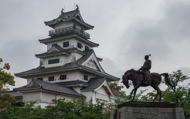 Πανοραμική άποψη σχετικά με το μνημείο του αυτοκράτορα Todo Takatora και του νερού Castle Imabari του Imabari, Imabari, νομαρχιακ στοκ φωτογραφίες