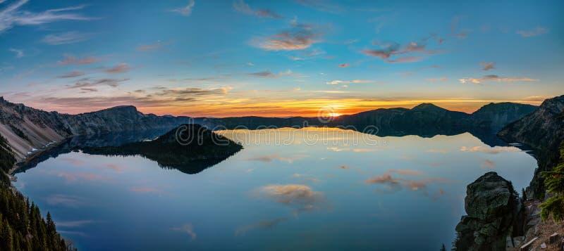 Πανοραμική άποψη της λίμνης κρατήρων στοκ εικόνα