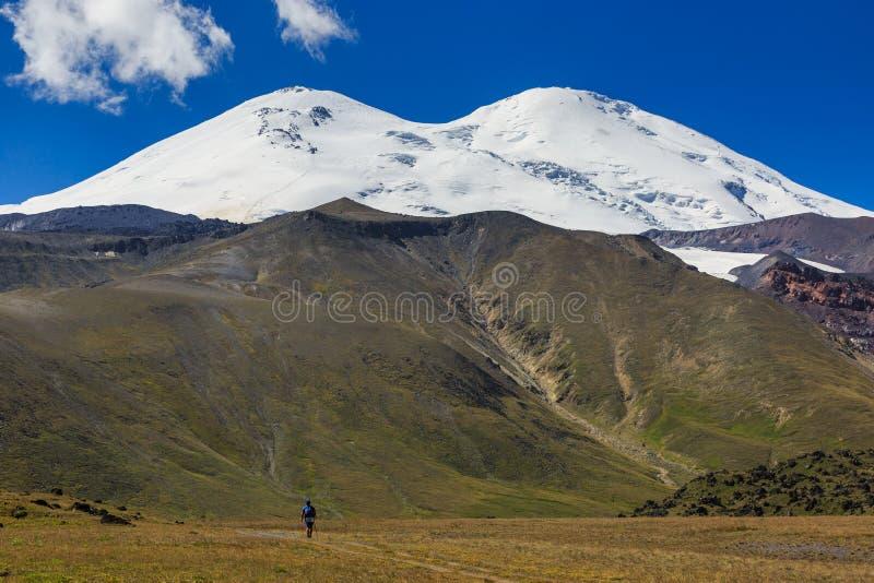 Πανοραμική άποψη της βόρειας κλίσης του υποστηρίγματος Elbrus στοκ φωτογραφία