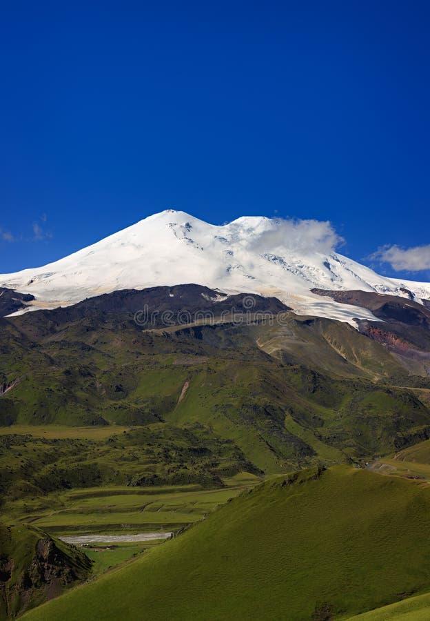 Πανοραμική άποψη της βόρειας κλίσης του υποστηρίγματος Elbrus στοκ εικόνες