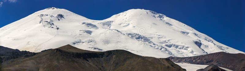 Πανοραμική άποψη της βόρειας κλίσης του υποστηρίγματος Elbrus στοκ εικόνα