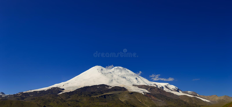 Πανοραμική άποψη της βόρειας κλίσης του υποστηρίγματος Elbrus στοκ φωτογραφία με δικαίωμα ελεύθερης χρήσης
