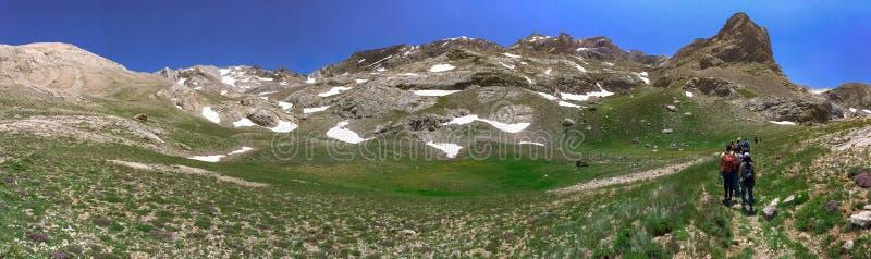 """Πανοραμική άποψη της ηφαιστειακής λίμνης κρατήρων μεταξύ του βουνού Bolkar και Taurus του βουνού, Nigde, Τουρκία Είναι γνωστή """"""""μ στοκ εικόνες"""