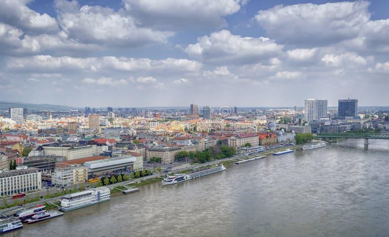 Πανοραμική άποψη της Μπρατισλάβα, πρωτεύουσα της Σλοβακίας στοκ φωτογραφίες