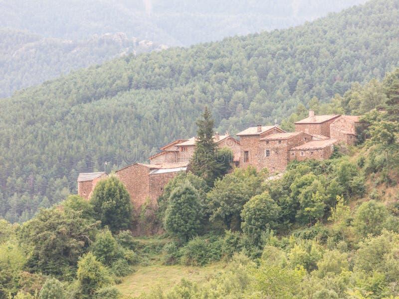 Πανοραμική άποψη της ορεινής περιοχής του Alt Urgell και του χωριού Fornals, Καταλανικά Πυρηναία, Καταλονία, Ισπανία στοκ φωτογραφίες