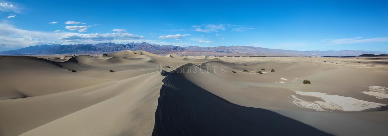 Πανοραμική άποψη της παλιής άμμου των επίπεδων αμμόλοφων άμμου Mesquite στο εθνικό πάρκο κοιλάδων θανάτου στοκ εικόνες
