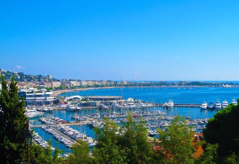 """Πανοραμική άποψη της πόλης των Καννών, υπόστεγο δ """"Azur, γαλλικό Riviera, Γαλλία στοκ εικόνες"""