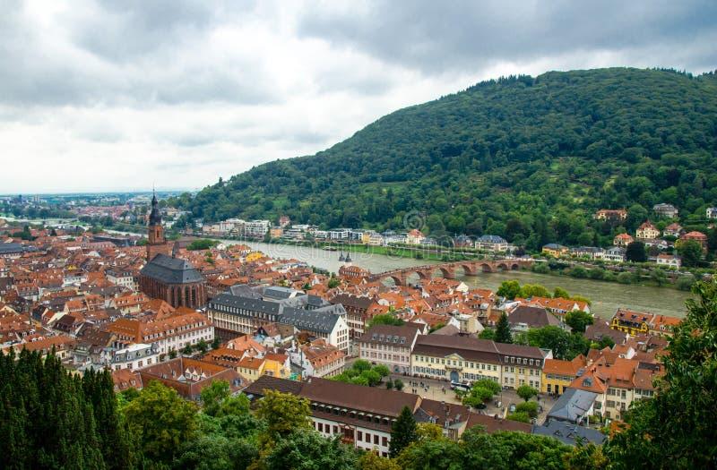 Πανοραμική άποψη της όμορφης μεσαιωνικής πόλης Χαϋδελβέργη, Γερμανία στοκ εικόνες