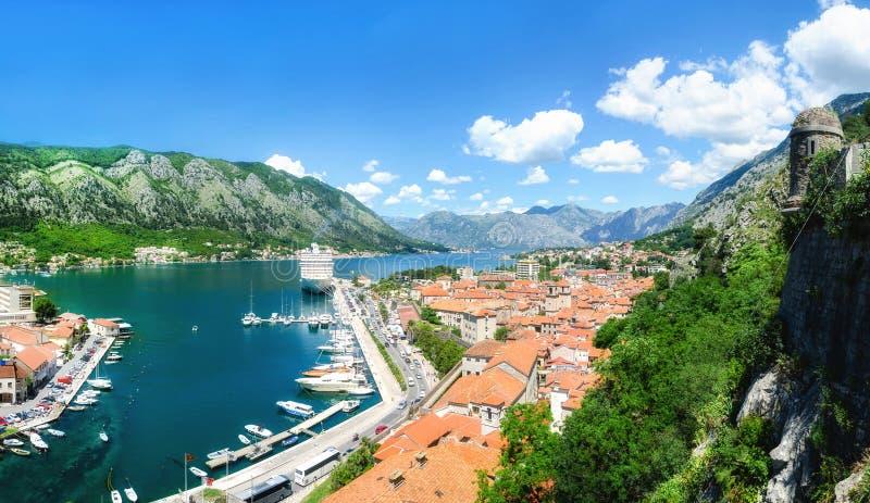 Πανοραμική άποψη του κόλπου Kotor και της παλαιάς πόλης στοκ εικόνες