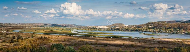 Πανοραμική άποψη του ποταμού κοιλάδων στοκ φωτογραφίες με δικαίωμα ελεύθερης χρήσης