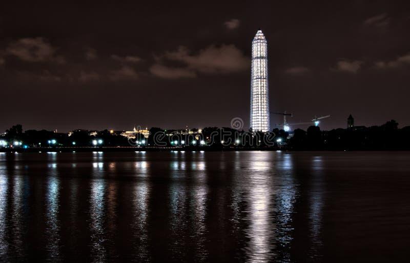 Πανοραμική άποψη του φωτισμένου μνημείου της Ουάσιγκτον  στοκ φωτογραφία