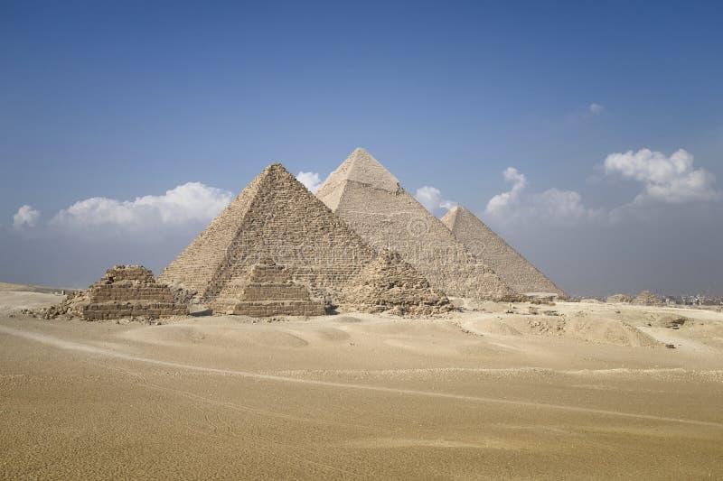Πανοραμική άποψη των πυραμίδων από το οροπέδιο Giza στοκ φωτογραφία