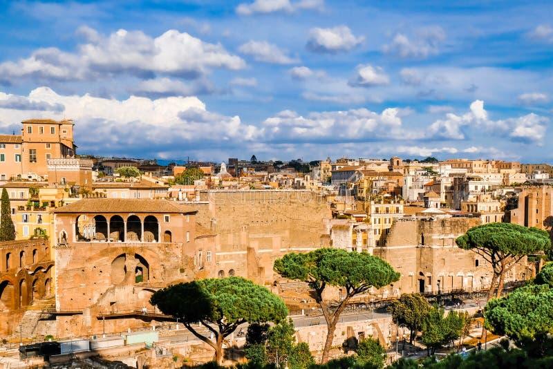 Πανοραμική άποψη των ρωμαϊκών φόρουμ, καταστροφές της αρχαίας Ρώμης Φόρουμ Romani στοκ εικόνες