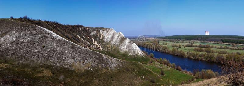 Πανοραμική άποψη των λόφων κιμωλίας στις όχθεις του Don ποταμού στοκ εικόνα με δικαίωμα ελεύθερης χρήσης