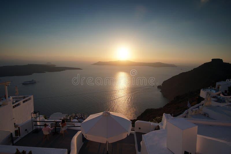 Πανοραμική άποψη Caldera με μια εκκλησία σε Santorini στοκ εικόνες με δικαίωμα ελεύθερης χρήσης