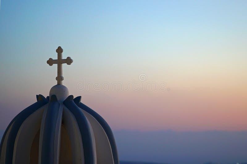 Πανοραμική άποψη Caldera με μια εκκλησία σε Santorini στοκ φωτογραφίες