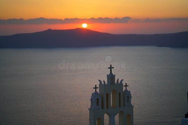 Πανοραμική άποψη Caldera με μια εκκλησία σε Santorini στοκ φωτογραφία με δικαίωμα ελεύθερης χρήσης