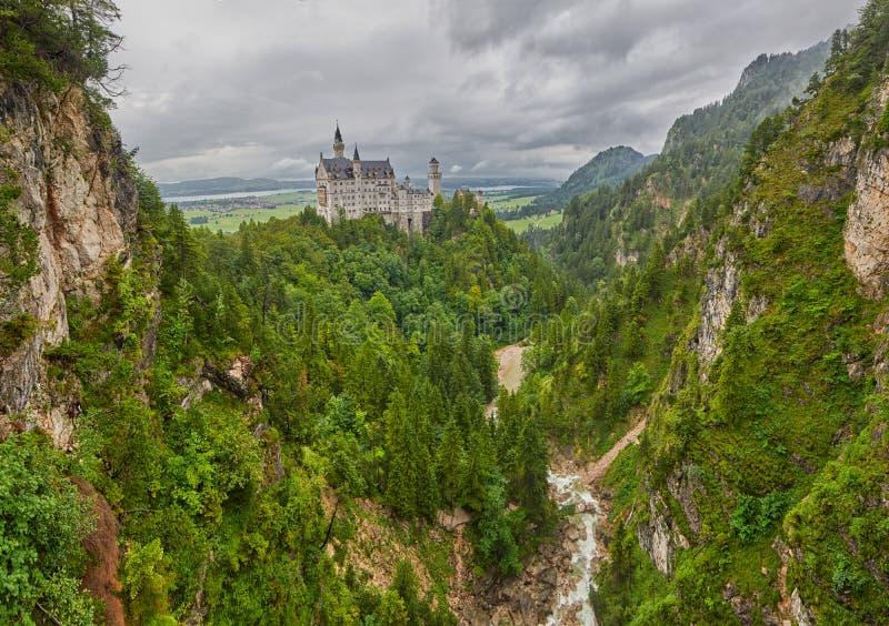 Πανοραμική άποψη Neuschwanstein Castle της Γερμανίας στοκ φωτογραφίες