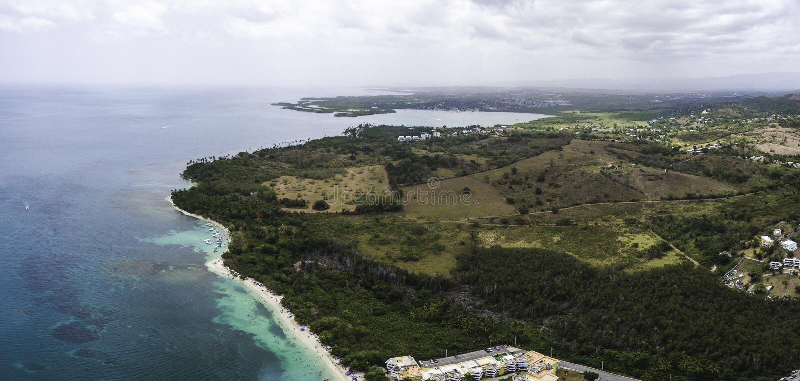Πανοραμική αεροφωτογραφία της ακτής του Κάμπο Ρόχο στο Πουέρτο Ρίκο στοκ εικόνες