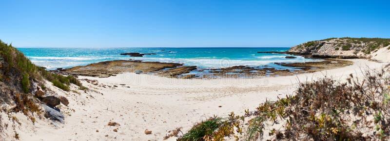 Πανοραμική εικόνα τοπίων ενός ωκεάνιου κόλπου στη Νότια Αφρική στοκ φωτογραφία με δικαίωμα ελεύθερης χρήσης