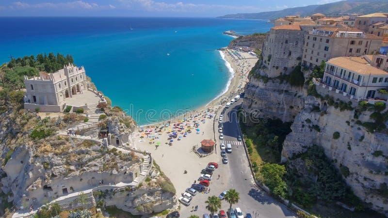 Πανοραμική εναέρια άποψη της ακτής και των παραλιών Tropea το καλοκαίρι, στοκ εικόνα με δικαίωμα ελεύθερης χρήσης