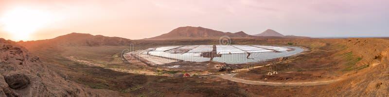 Πανοραμική εναέρια άποψη των αλυκών στο Πράσινο Ακρωτήριο άλατος - Cabo Verde στοκ φωτογραφίες