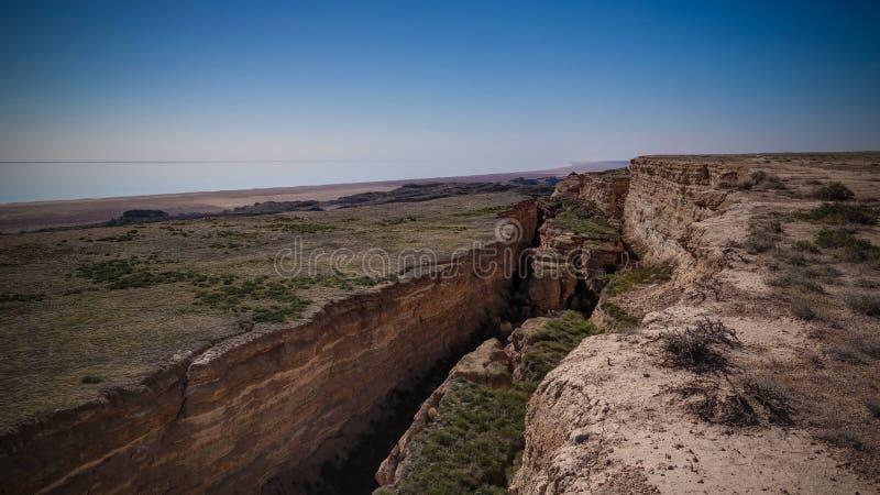 Πανοραμική θέα στην Αράλη από το χείλος του Plateau Ustyurt κοντά στο ακρωτήριο Aktumsuk , Karakalpakstan, Ουζμπεκιστάν στοκ φωτογραφίες με δικαίωμα ελεύθερης χρήσης