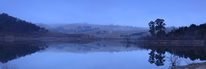 πανοραμική λήψη λιμνών αυγή&si στοκ εικόνα