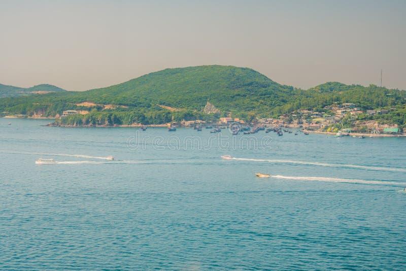 Πανοραμική προβολή ημέρας της πόλης Nha Trang, δημοφιλής τουριστικός προορισμός στο Βιετνάμ στοκ εικόνα με δικαίωμα ελεύθερης χρήσης
