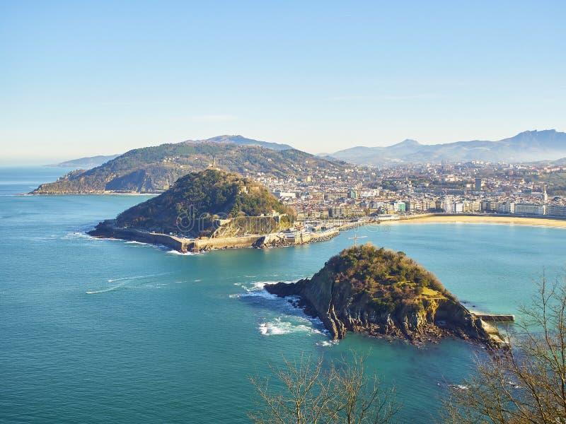 Πανοραμική προβολή του κόλπου Concha Σαν Σεμπάστιαν, Χώρα των Βάσκων Ισπανία στοκ εικόνες