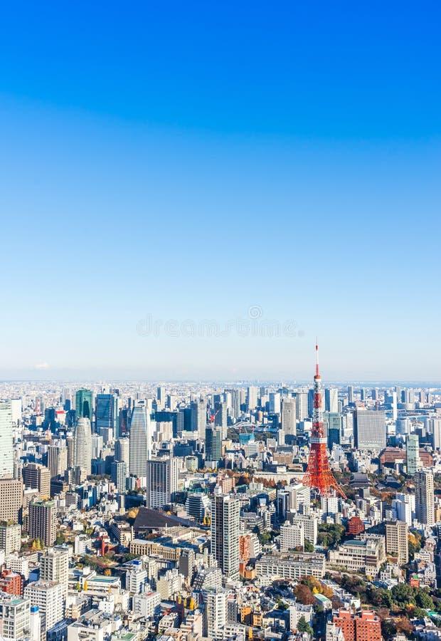 Πανοραμική σύγχρονη εναέρια άποψη οριζόντων πόλεων κάτω από το μπλε ουρανό στο Τόκιο, Ιαπωνία στοκ εικόνες με δικαίωμα ελεύθερης χρήσης