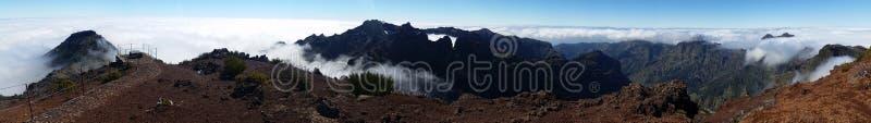 Πανοραμικός επάνω από τα σύννεφα στοκ εικόνα