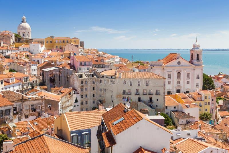 Πανοραμικός των στεγών Alfama, Λισσαβώνα στοκ φωτογραφία με δικαίωμα ελεύθερης χρήσης