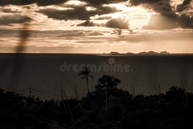 Πανοραμικό ηλιοβασίλεμα από Koh Phangan νησιών θάλασσας με το θαλάσσιο υπόβαθρο Ταϊλάνδη πάρκων λουριών ANG στοκ φωτογραφία με δικαίωμα ελεύθερης χρήσης