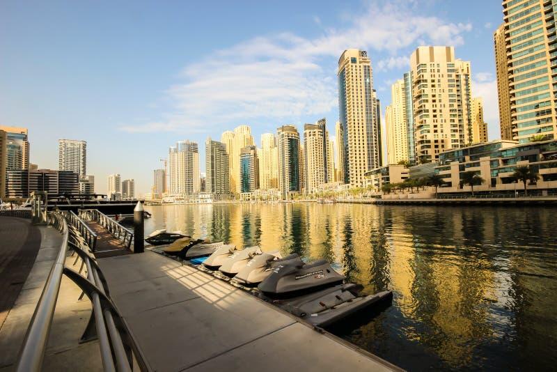 πανοραμικό ηλιοβασίλεμα σκηνής μαρινών του Ντουμπάι εικονικής παράστασης πόλης στοκ φωτογραφίες με δικαίωμα ελεύθερης χρήσης