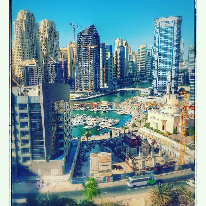 πανοραμικό ηλιοβασίλεμα σκηνής μαρινών του Ντουμπάι εικονικής παράστασης πόλης στοκ φωτογραφία με δικαίωμα ελεύθερης χρήσης