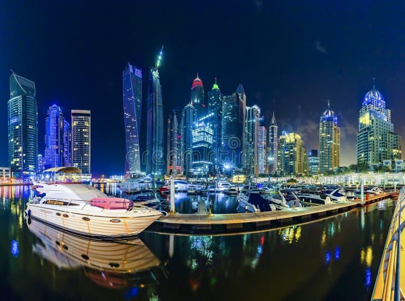 πανοραμικό ηλιοβασίλεμα σκηνής μαρινών του Ντουμπάι εικονικής παράστασης πόλης στοκ εικόνα με δικαίωμα ελεύθερης χρήσης