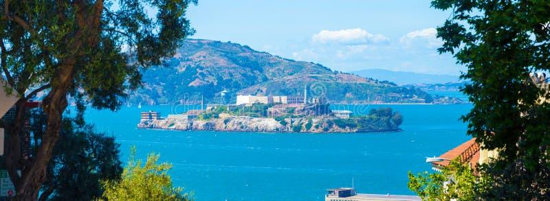 Πανοραμικό καλοκαίρι του Σαν Φρανσίσκο νησιών Alcatraz στοκ φωτογραφία
