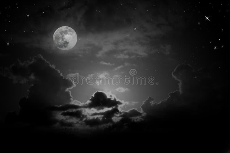 Πανσέληνος κάτω από το σύννεφο στοκ εικόνα με δικαίωμα ελεύθερης χρήσης