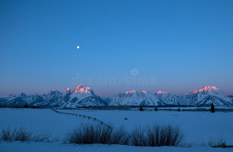 Πανσέληνος στο μεγάλο εθνικό πάρκο Teton το χειμώνα, Ουαϊόμινγκ στοκ εικόνες με δικαίωμα ελεύθερης χρήσης